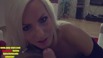 Namoradinha loira dando o cu
