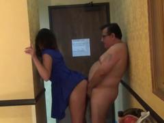 Professor gordo fodendo com a aluna da faculdade