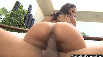 Fernanda tesuda sentando na rola grossa