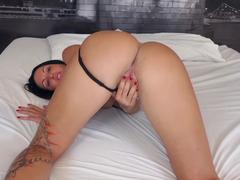 Elisa Sanches fodendo cheia de tesão no filme porno