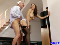 Safadinha adora dar para homens mais velhos
