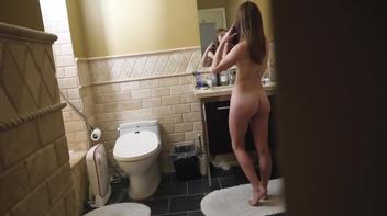 Flagra da irmã pelada no banheiro e rolou sexo incesto