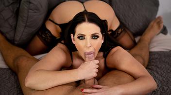 Madura mamando com sua boceta pra cima