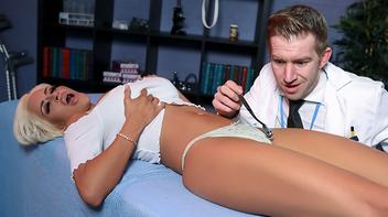 Paciente safadinha fazendo sexo com ginecologista