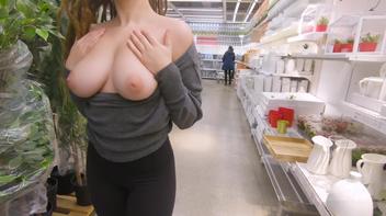 Novinha amadora pelada na loja