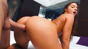Ninfeta rabuda fazendo sexo no pelo em motel