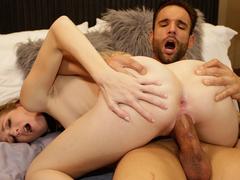 Sexo com loira branquinha de xoxota rosada