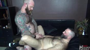 Sexo gay entre peludos e safados