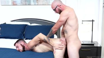 Dustin Steele e outro cara em muito sexo gay