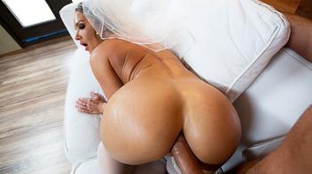 Padrinho fodendo o cu da noiva